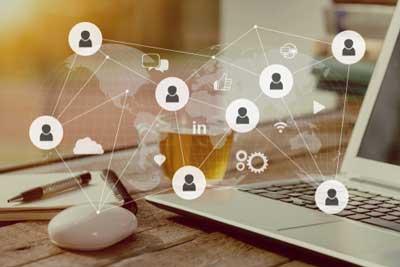 ordinateur avec une arborescence pour expliquer le content marketing