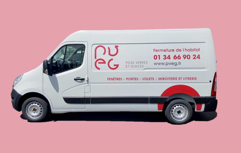 Création et réalisation d'un marquage pour la flotte de véhicules de la société de mesnuiserie PVEG dans le Val d'Oise (95)