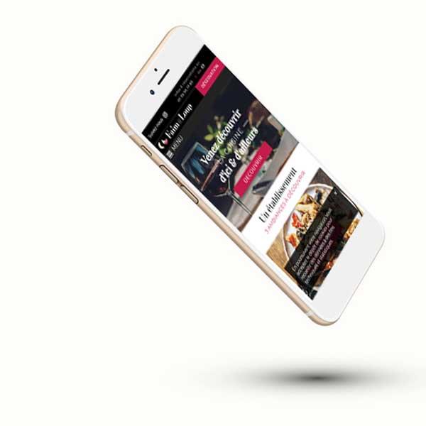 Mockup sur iphone du site internet de restaurant en responsive